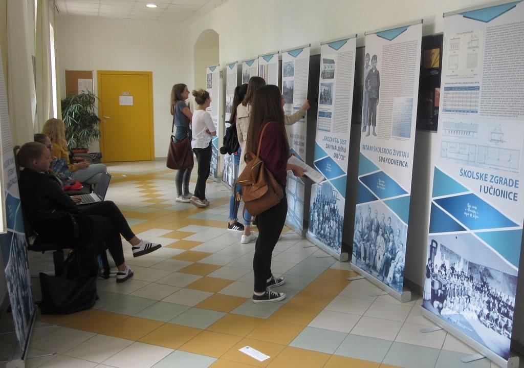Izlozba Biti ucenik Fakultet za odgojne i obrazovane znanosti Osijek 3
