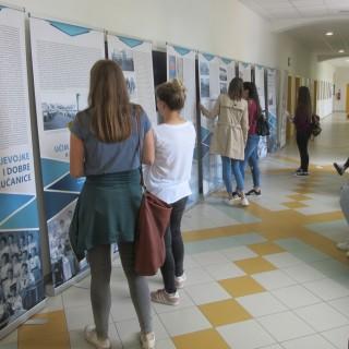Izlozba Biti ucenik Fakultet za odgojne i obrazovane znanosti Osijek 2